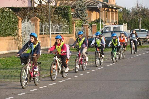 Photo of NL 2020/31 – Bentornati a scuola! – Vacanze senz'auto – Strade scolastiche – Rotonde per ciclisti – Settimana della mobilità